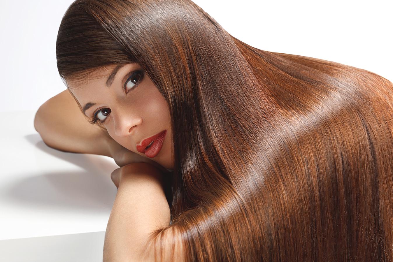 El aceite de la jojoba para las puntas de los cabello la aplicación