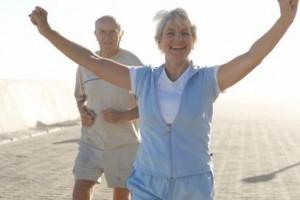 Las mujeres mayores sufren peores condiciones de salud que los hombres