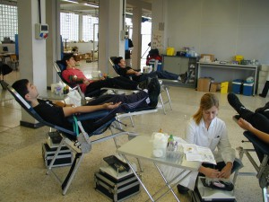 La donación de sangre es un acto sencillo, que sólo lleva 30 minutos y salva o mejora la vida de muchas personas