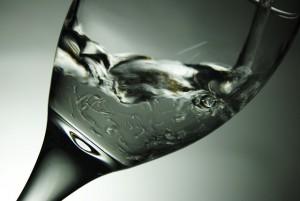 Hidratación en personas mayores: esencial para cuidar de su salud