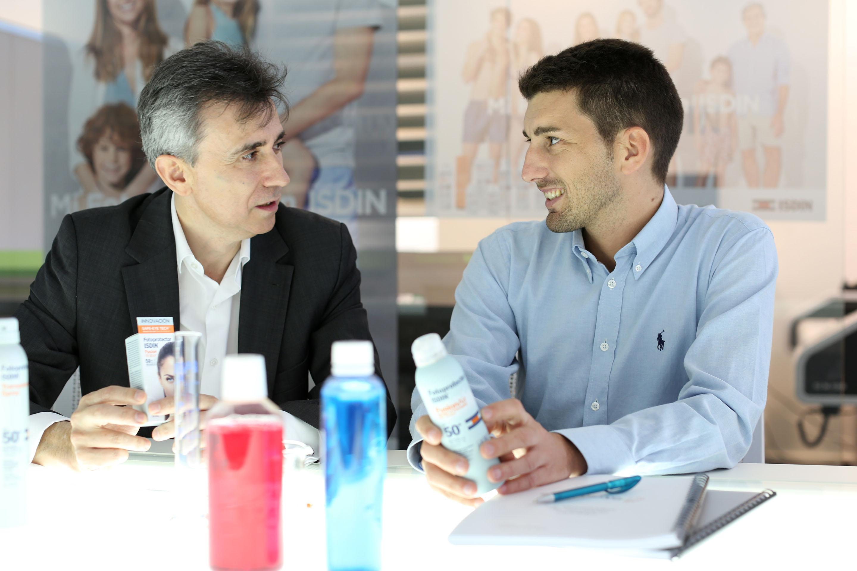 Juan Naya, CEO ISDIN y el Dr Oriol Mitja