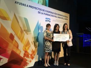 Premio FPS - Dras. Isabel Betlloch e Isabel Belinchón con Mariona Buxadé de Lab. Viñas - 1 (1)