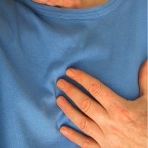Existe una relación causa-efecto entre la neumonía y la insuficiencia cardiaca