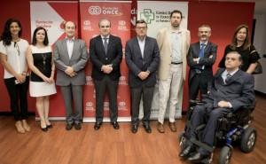 Colaboración del CGCOF, Fundación ONCE y Vodafone para facilitar información sobre medicamentos