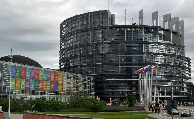 El Parlamento Europeo reconoce la especial naturaleza de las profesiones sanitarias