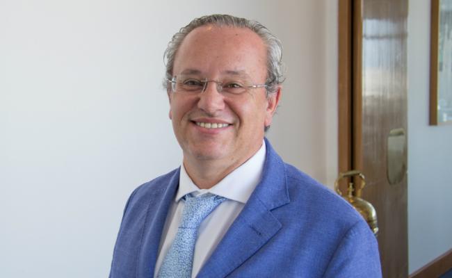Canarias prohibe el uso de la cruz verde a establecimientos no sanitarios