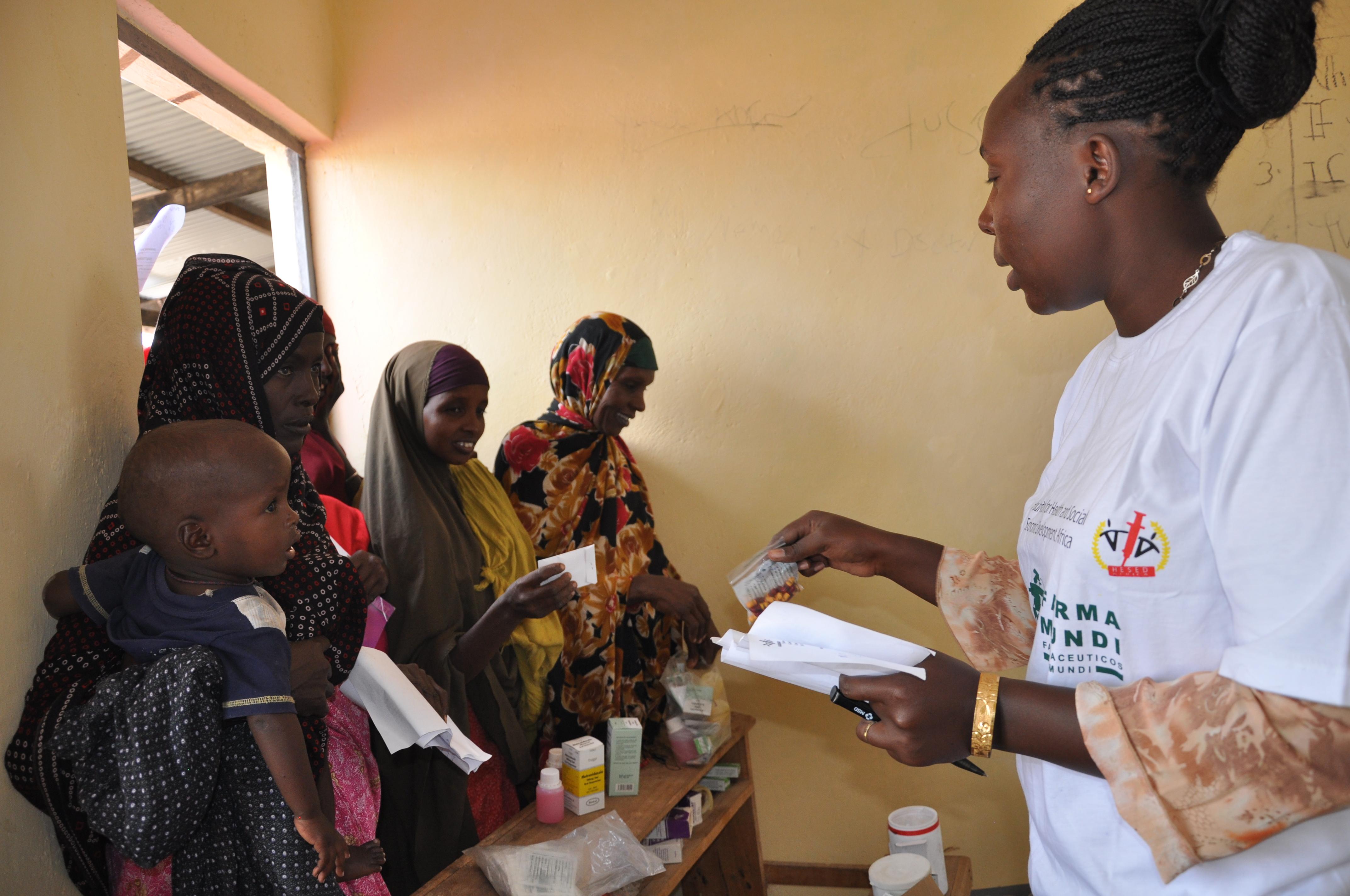 Atención-sanitaria-en-Dadaab-Kenia-farmamundi