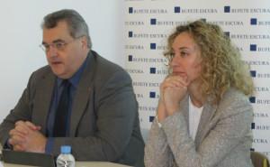 Antoni Torres, presidente de FEFAC y Rocío Martín, abogada responsable del Departamento de Farmacias de Escura
