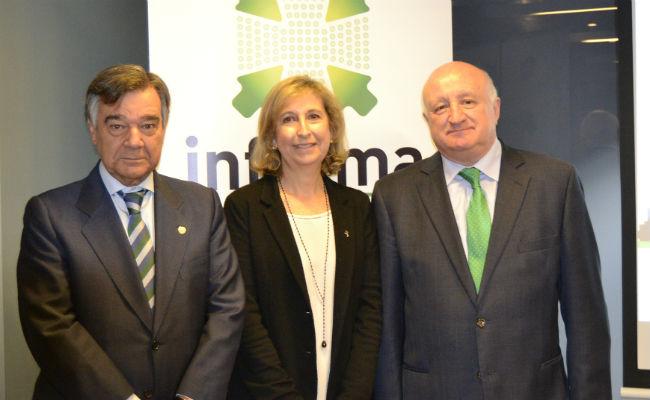 De izquierda a derecha: Luis J. González Díez, presidente del Colegio Oficial de Farmacéuticos de Madrid; Nuria Bosch, vicepresidenta del Colegio de Farmacéuticos de Barcelona; y Daniel Sarto Zubero, director general de Interalia