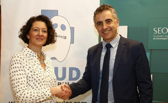 FOTO:Carlos Mateos, vicepresidente de AIES y la Dra. Ruth Vera, presidenta de SEOM