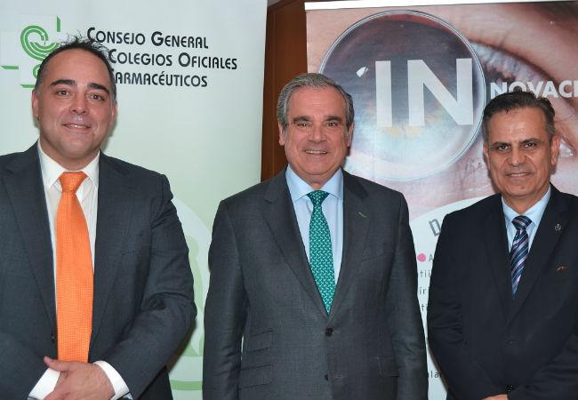 De izq. a drcha.: José Vicente Carrión de Laboratorios Thea, Jesús Aguilar y Manuel Ángel Galván del Consejo General