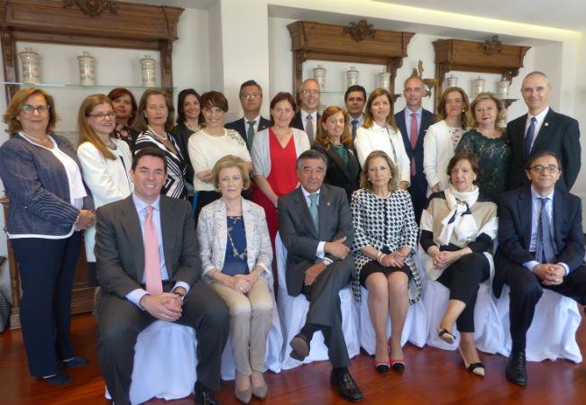 Luis González, en el centro, junto al resto de los miembros de la Junta de Gobierno