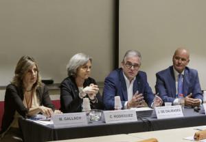 De izquierda a derecha: Mònica Gallach, co-coordinadora del Máster; Cristina Rodríguez, jefa del Departamento de Formación del COFB y co-coordinadora del Máster; Jordi de Dalmases, presidente del COFB; Joan Carles Serra, director del Máster