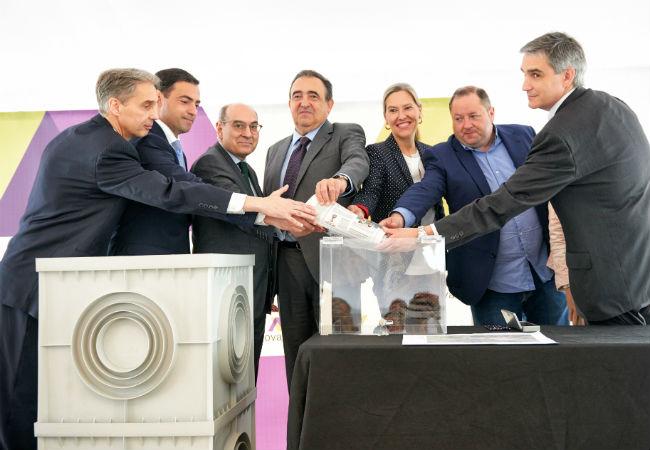 Fernando Castillo ha estado acompañado por representantes institucionales, así como otros compañeros de Novaltia y de la constructora