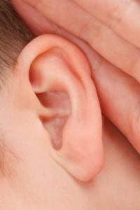 Seis claves para proteger los oídos durante el verano