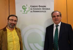 Jesús Aguilar y Francisco Ramírez durante la firma del convenio entre CGCOF y la Confederación LGTB Española