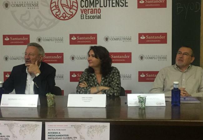 Dr. Germán Velásquez, Sara Valverde y Luis Montiel, durante el acto de inauguración del curso