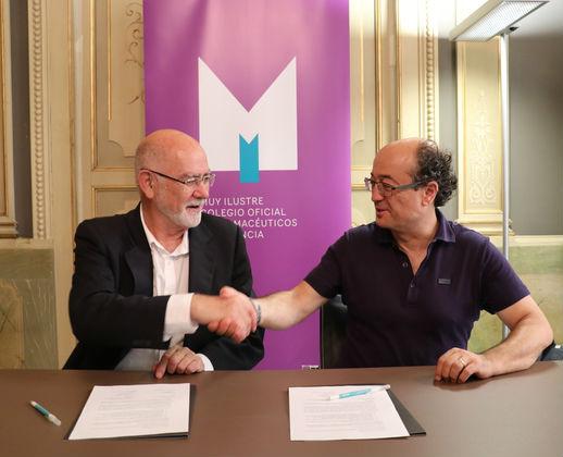 El presidente del MICOF, Jaime Giner, y el director de la Fundación Luis   Giménez Lorente (FLGL), Francisco García (FOTO: MICOF)
