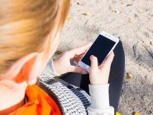 El abuso de los dispositivos móviles incrementa las visitas al fisioterapeuta entre los jóvenes