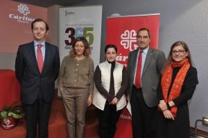 Foto de familia tras el acuerdo con Cáritas (FOTO: Fedifar)