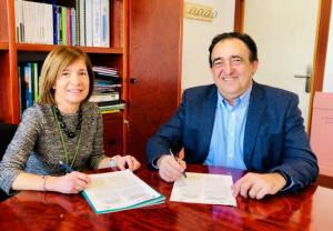 En la imagen, de izda a derecha:  Manoli Igartua Olaechea, Dekanoa/Decana de Farmacia de la Universidad del País Vasco y Miguel Ángel Artal Lerín, presidente de Novaltia.