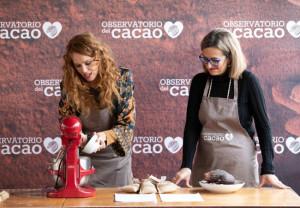 María Castro, junto a la doctora María Izquierdo