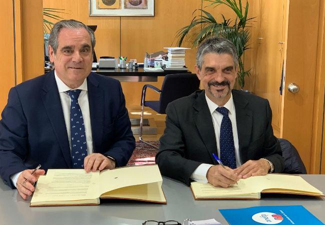 Jesús Aguilar y Jaume Pey durante la firma de la colaboración