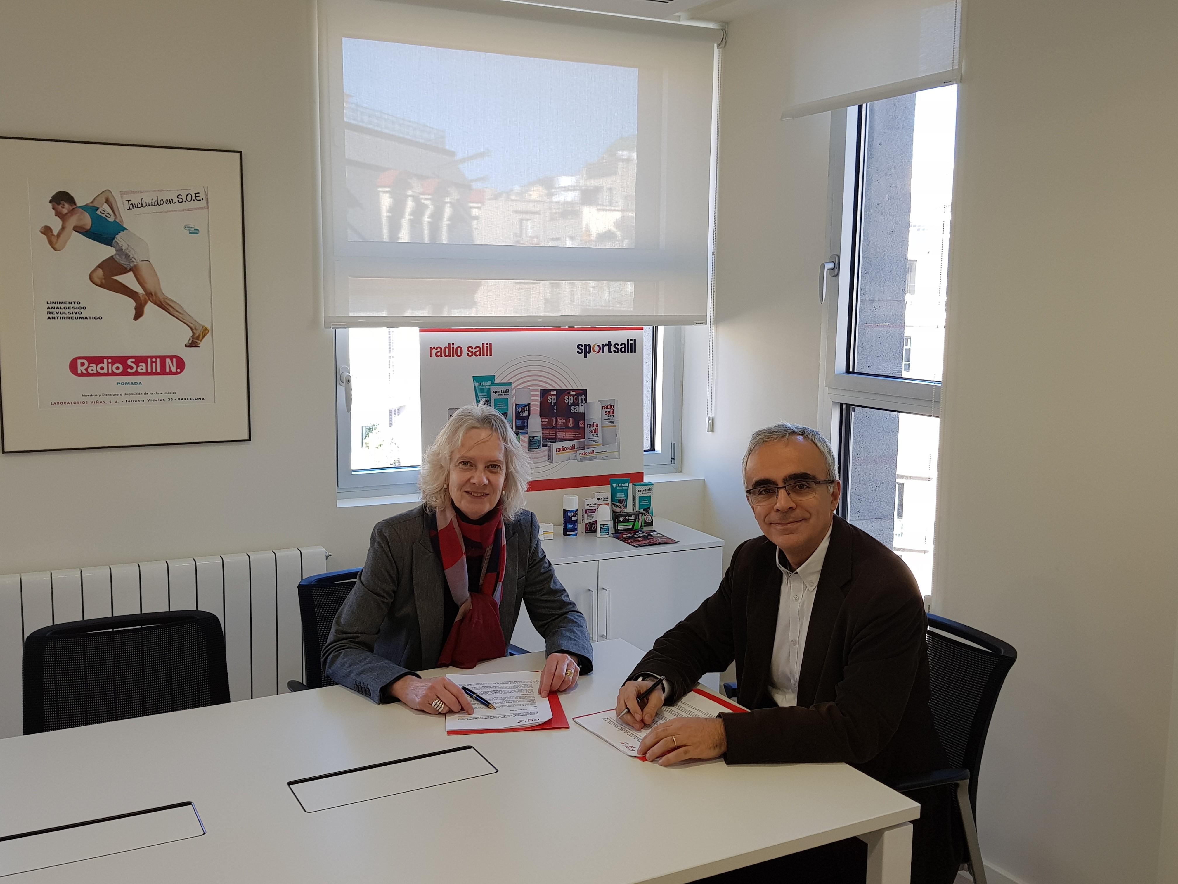 la Sra. Gemma Buxadé, miembro del Consejo de Dirección de Laboratorios Viñas y el Sr. Ramon Terrassa,