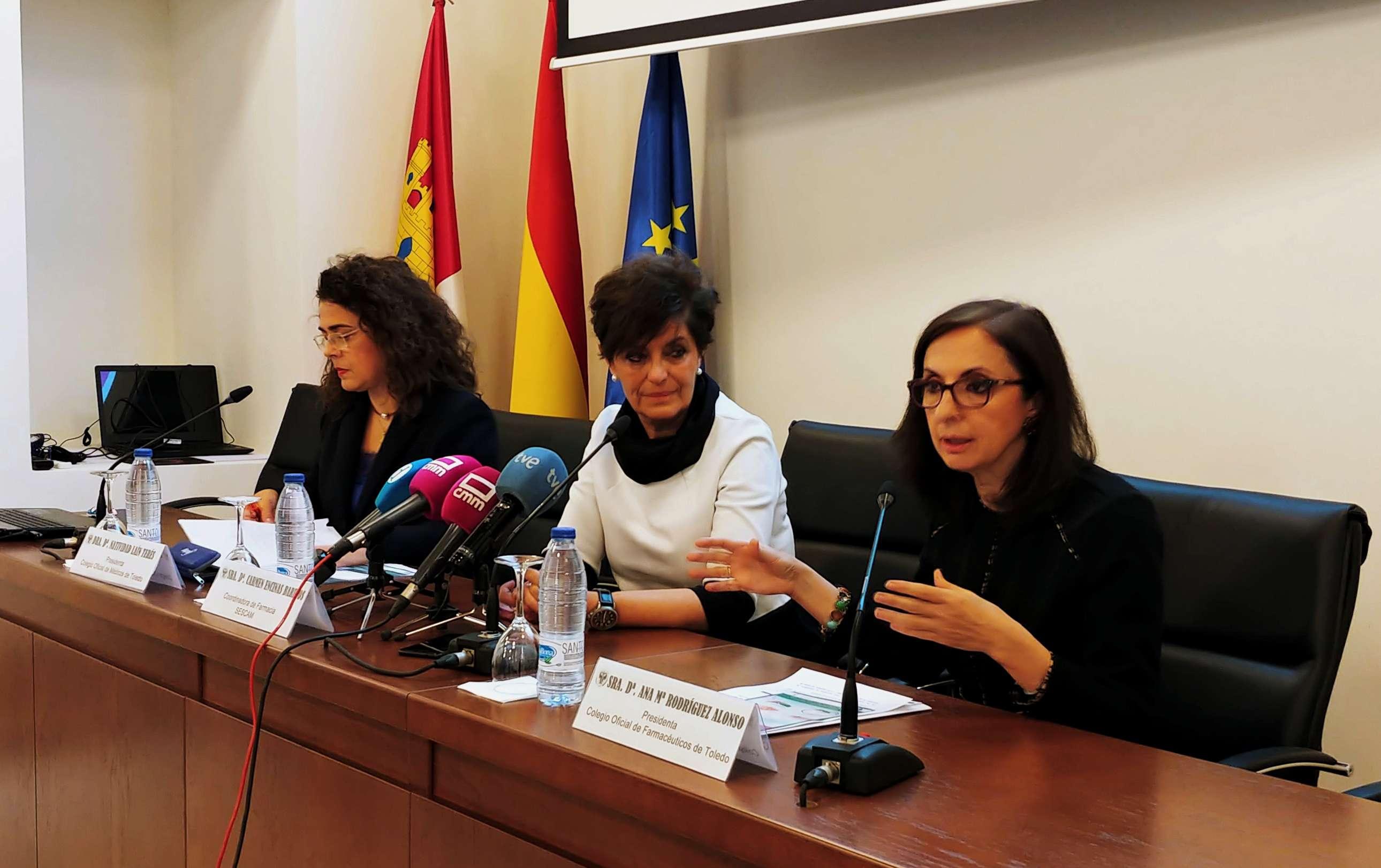 Natividad Laín, y por el COF Toledo, Ana María Rodríguez; así como la jefa del área de Farmacia del SESCAM, Carmen Encinas.