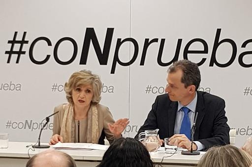 María Luisa Carcedo y Pedro Duque, durante la presentación
