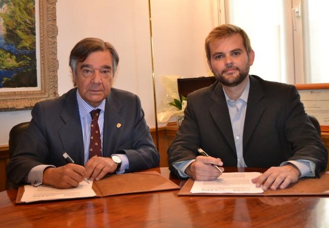 Luis González Díez y Jaime Llaneza Manrique de Lara, durante la firma del acuerdo
