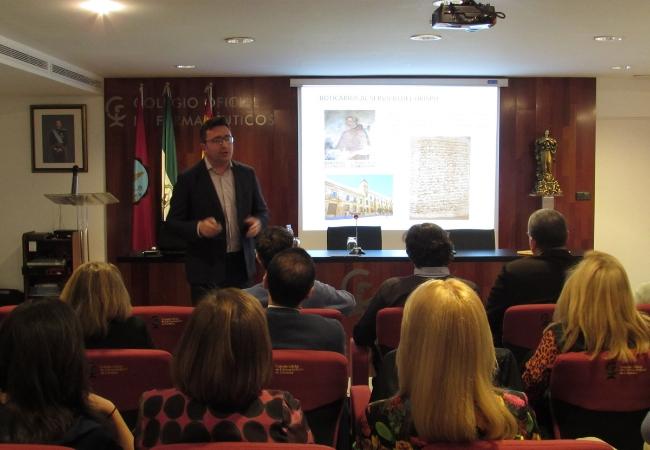 Un momento de la última conferencia sobre farmacias cervantinas