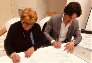 Cecilia Barra Sanchez, presidenta de APEFC y Luís Martin, fundador de Ludafarma