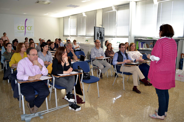 Los asistentes al curso, mientras escuchan la primera ponencia
