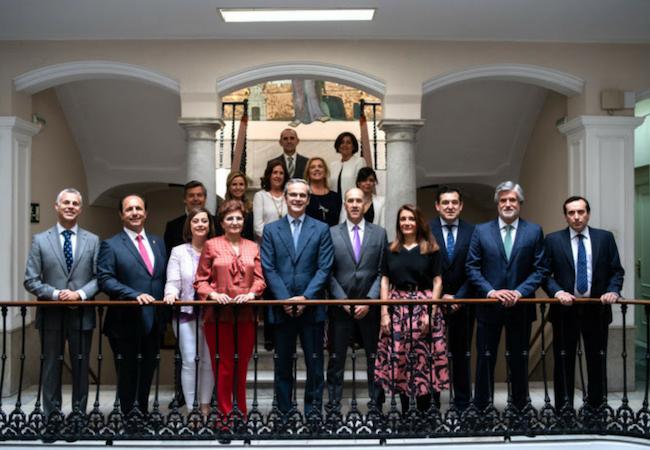 Nueva Junta de Gobierno del Colegio de Farmacéuticos de Cádiz, presidida por Ernesto Cervilla (en el centro)
