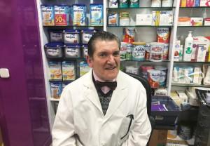 Cristobal López de Manzarana, en su farmacia de Getafe