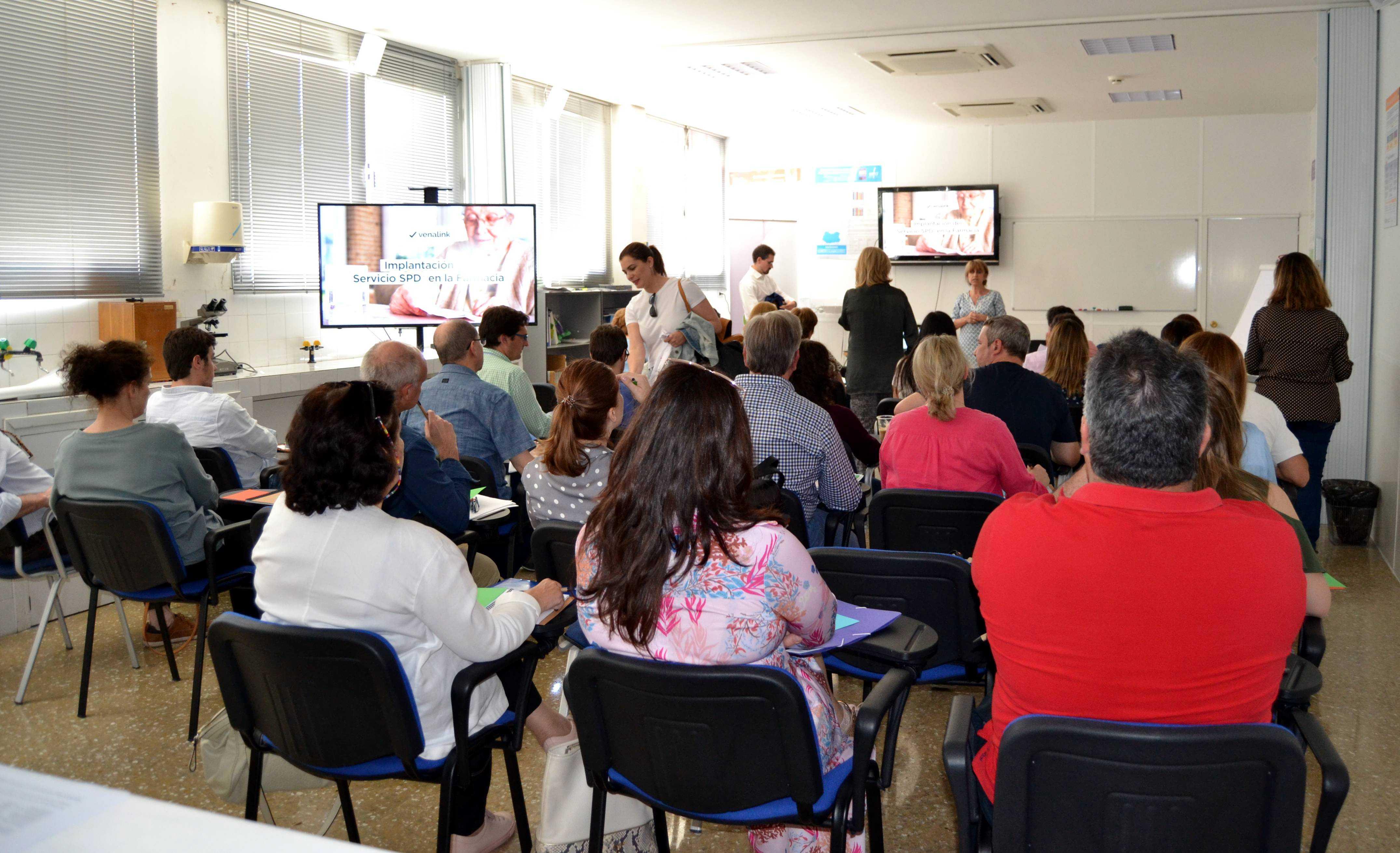 Cof CR charla asistentes