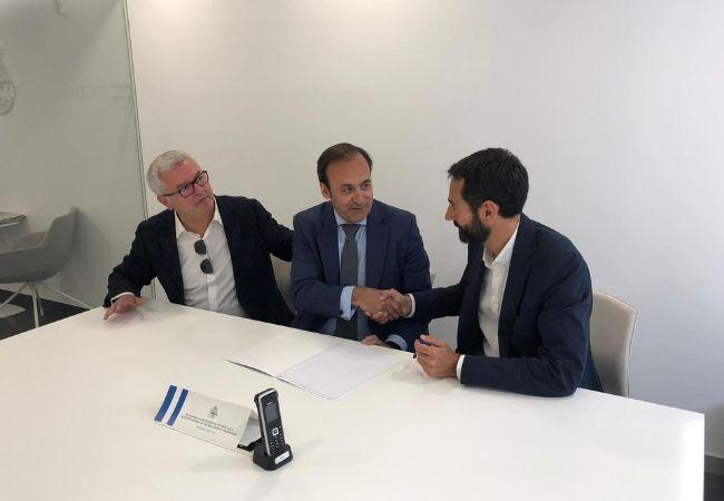 Carlos Varela, consejero del Grupo Cofares, Eduardo Pastor, presidente del Grupo Cofares, y  José González-Dans, director general corporativo del Real Club Deportivo.