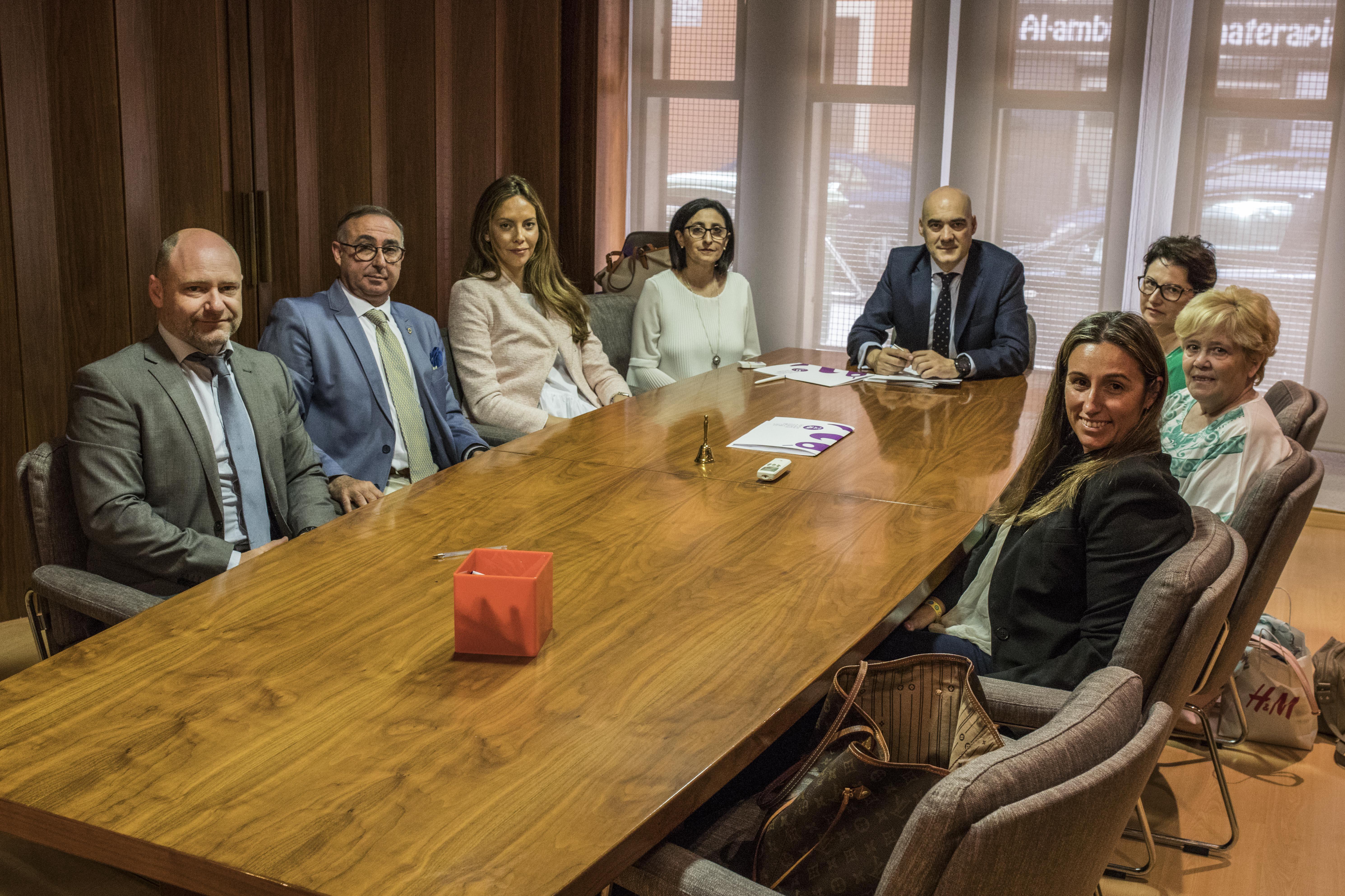 Foto de familia entre fedefarma y miembros del ICOFCS