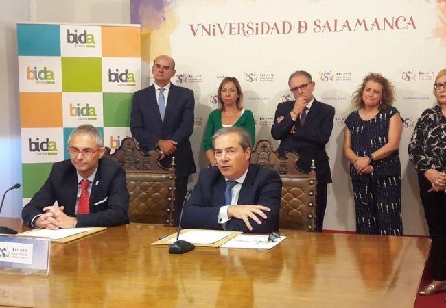 Ricardo Rivero y el vicepresidente de la cooperativa de distribución farmacéutica Bidafarma, Antonio Pérez Ostos