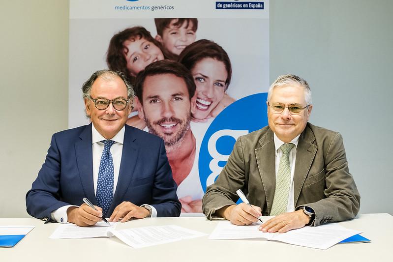 De izquierda a derecha: Ángel Luis Rodríguez de la Cuerda, secretario general de AESEG, y el Dr. Fernando Carballo, presidente de FACME.