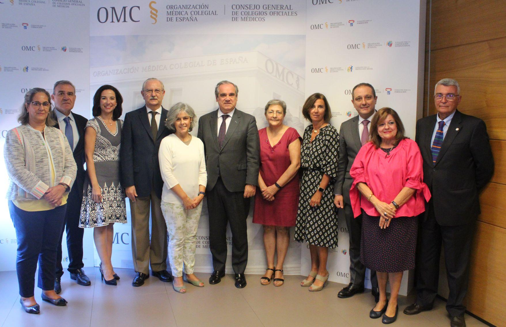 Foto de familia de los principales representantes del acuerdo firmado