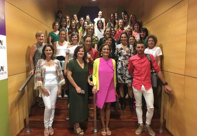 Primera sesión del curso Aula de Mujer, con Asun Arias en el centro