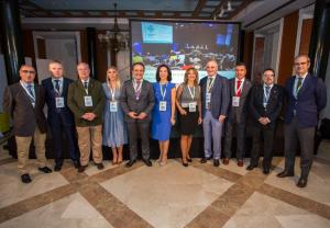 Foto de familia de las autoridades y ponentes en la la sexta edición de las jornadas profesionales Farmaonuba