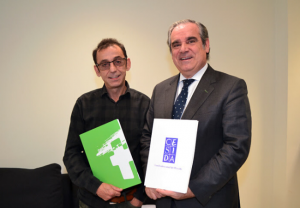 Ramón Espacio y Jesús Aguilar, tras la firma del convenio