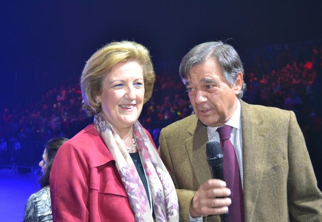 Mercedes González Gomis, secretaria del COFM, y Luis González Díez, presidente del COFM, hicieron entrega de los premios.