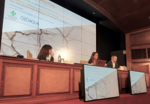 La Dra Isabel Betlloch, Llácer y Carlos Bradiz, durante la jornada dedicada a la piel atópica