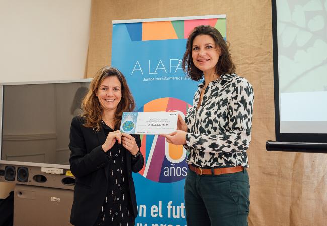 Almudena Martorell, Presidenta de A LA PAR y Florence Guillaume, Project Manager Klorane Botanical Foundation