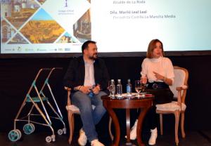 Juan Ramón xx y la periodista Mariló Montero, hablando sobre ELA