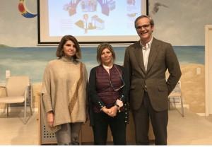 De izquierda a derecha: la directora-gerente del Hospital de Jerez, María José Cano; la delegada territorial de Salud y Familias, Mª Isabel Paredes; y el presidente del Colegio de Farmacéuticos de Cádiz, Ernesto Cervilla